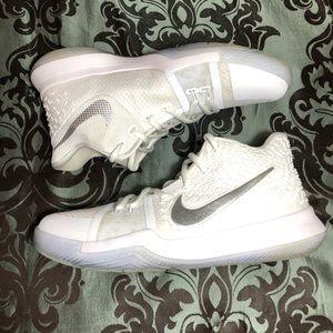 Nike Kyrie 3 Basketball Sneakers